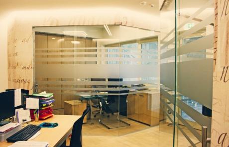 pareti divisorie e porte in vetro straticato