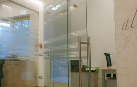pareti in vetro e porta scorrevole in vetro con pellicole adesive