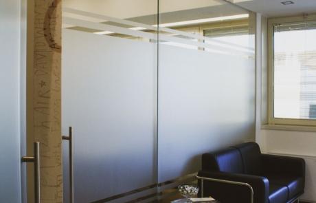 porta e parete divisoria in vetro per ufficio
