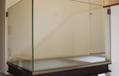 soppalco e parapetti in vetro struttura in metallo