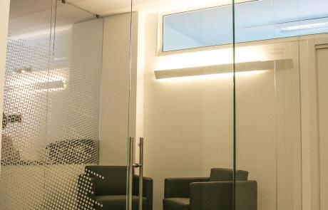 stanza in vetro stratificato